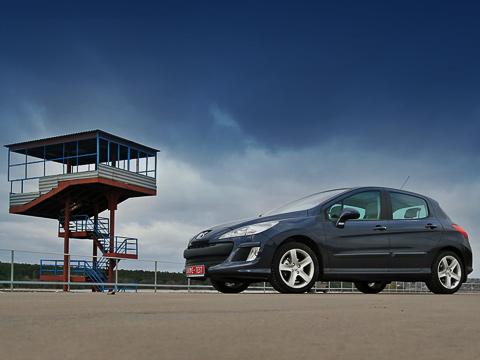 Peugeot 308. Новый Peugeot 308 является идейным и техническим наследником своего предшественника. Но не тупо копирует его — это как раз тот случай, когда создателям удалось оставить всё лучшее, отсечь всё лишнее и добавить нечто новое.