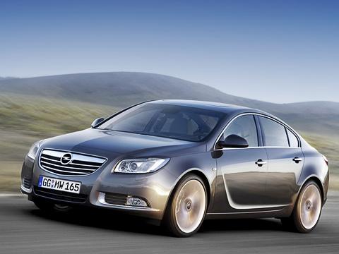Opel insignia. Скакого ракурса наOpel Insignia нисмотри, всёже модель определённо выразительнее, чем еёпредшественница Vectra. Кстати, спецы General Motors считают, что дизайн уних получился спарящими линиями.