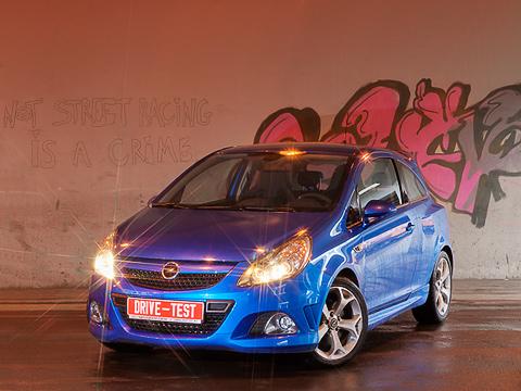 Opel corsa opc. Скромные размеры — нескромные возможности. Фирменный цвет Arden Blue и колёсные диски «снежинками» — перед нами версия OPC.