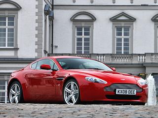 Aston martin v8 vantage. Внешность V8 Vantage актуальна и сегодня. Поэтому её не тронули. Исключение — диски нового дизайна.