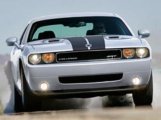 Dodge avenger,Dodge viper,Dodge journey,Dodge nitro,Dodge challenger,Dodge ram,Dodge caliber,Dodge durango,Dodge charger,Dodge hornet,Dodge grand caravan,Dodge caravan,Dodge magnum. Оснащённый «восьмёркой» Hemi6.1мощностью 425л.с., Challenger плюёт наэкономию топлива, иармия поклонников его вэтом поддерживает.