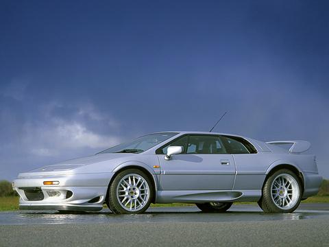 Lotus esprit. Esprit задал направление дизайна спортивных автомобилей надва слишним десятилетия. Купе никогда нечислилось среди самых быстрых, новсегда лидировало всписках красивых ихаризматичных.