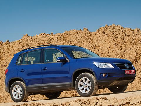 Volkswagen tiguan. Вдилерские центры караван Тигуанов двинулся савгуста. Все— исключительно калужского происхождения.