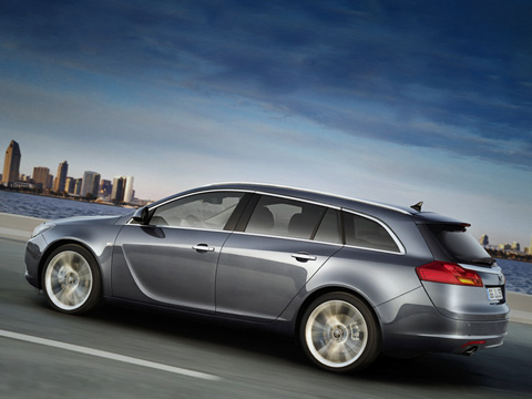 Opel insignia. Пословам вице-президента европейского дизайн-бюро General Motors Марка Адамса, кузов универсала Insignia досредних стоек повторяет седан.