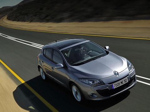 Renault megane. Новый хэтчбек Renault Megane— родоначальник целого семейства. Позже подоспеют седан, купе-кабриолет иуниверсал. Незагорами ипремьера нового поколения компактвэна Scenic наэтойже платформе.