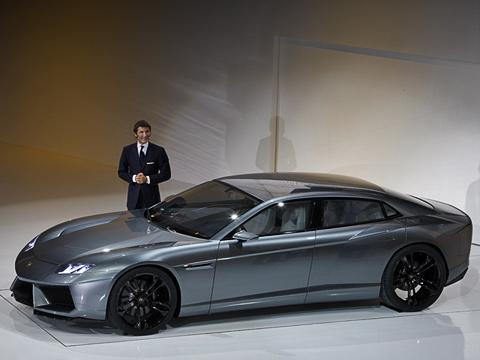 Lamborghini estoque concept,Lamborghini concept. Пока Lamborghini Estoque— лишь бездушный шоу-стоппер. Никонкретных силовых установок, нитехнических характеристик. Модные светодиодные фары дашикарные 22-дюймовые колёса, которые уже выучил весь мир. Сзади, кстати, они— 23-дюймовые.