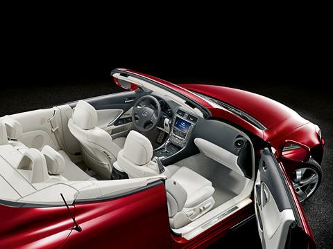 Lexus is. Благодаря особому профилю спинок передних кресел сзади может разместиться пара пассажиров. Наслучай переворота ихстрахуют дуги безопасности.
