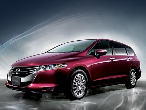 Honda odyssey. Новый минивэн прибавил вмассе всего 20кг,даи товсамой дорогой версии. Так что можно предположить, что 173-сильная модификация небудет медленнее 160-сильной предыдущего поколения, которая разгонялась до100км/ч задесять секунд иразвивала204км/ч.