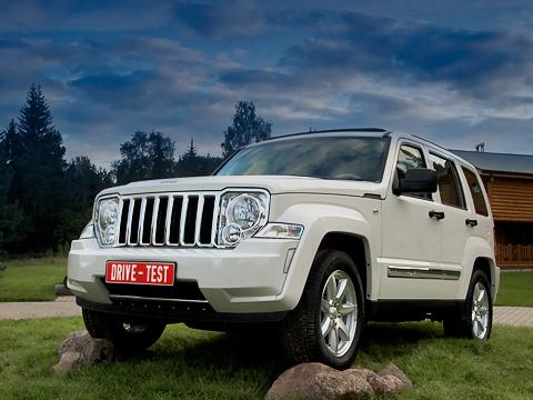 Jeep cherokee. Вовнешности нового Cherokee нет той пошлости MTV, как усоплатформенного паркетника Dodge Nitro. Нобрутальность внужной концентрации присутствует.