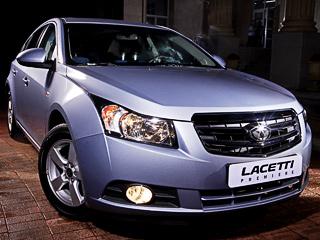 Daewoo lacetti. ВЮжной Корее новый автомобиль сменил устаревший Lacetti, который досих пор продаётся унас. Однако мыбудем иметь возможность покупать как Cruze, так истарый, нопри этом более дешёвый Lacetti. Помнению маркетологов GM,намашину ещё несколько лет будет стабильный спрос.