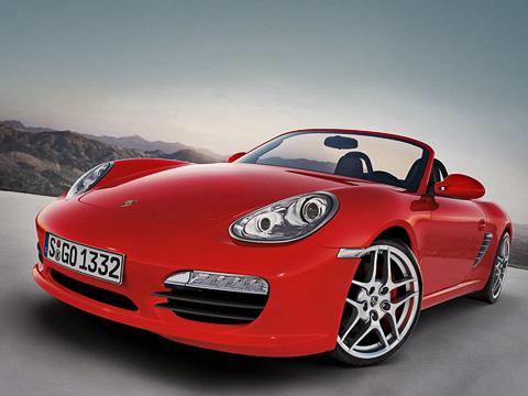 Porsche boxster,Porsche cayman. Обновлённый Boxster легко узнать поизменённому бамперу (задоплату сосветодиодами «дневного света») иновым фарам спарой прожекторов— а-ля CarreraGT.