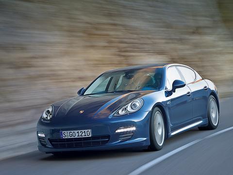 Porsche panamera,Porsche panamera turbo. Panamera— собирательный образ Porsche. Cпереди— «девятьсот одиннадцатый», сзади— Cayman, асбоку— приплюснутый Cayenne.