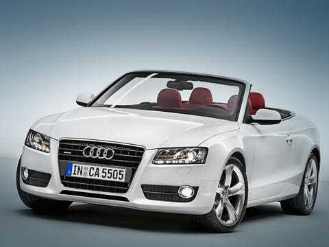 Audi a5,Audi s5. Кабриолет Audi A5поступит впродажу сдвумя моторами идвумя видами трансмиссий. Переднеприводные версии оснащаются только вариатором Multitronic, полноприводные— только «автоматом». ВСША небудет открытых версий с«механикой».