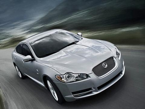 Jaguar xf. Седан Jaguar XFс236-сильным турбодизелем потребляет 6,7лна100 кмвсмешанном цикле. Audi A63.0TDI ест столькоже, аBMW 530d— 6,4л.