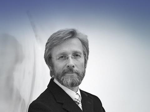 Bmw 7. Кристофер Эдвард Бэнгл родился 14октября 1956года вгороде Равенна, штат Огайо. После окончания Art Center College ofDesign вПасадене американец начал свою карьеру вкомпании Opel— рисовал интерьеры немецких автомобилей.