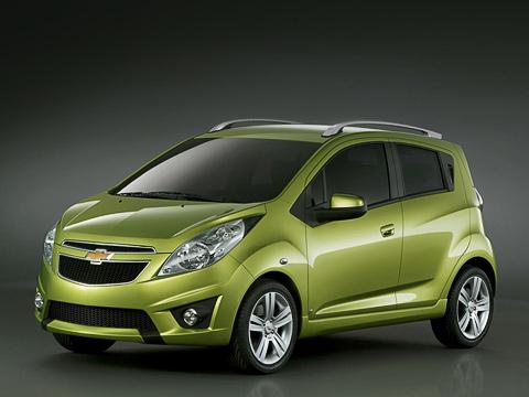 Chevrolet spark. Серийная версия смотрится намного проще концептуального Бита, ноэто всё равно один изсамых эффектных автомобилей всегменте.