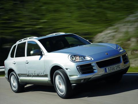 Porsche cayenne,Porsche cayenne hybrid. Porsche Cayenne S Hybrid на одной электротяге способен разгоняться до 135 км/ч. Заряда должно хватить на два километра. Затем на помощь придёт бензиновый мотор.