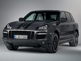 Porsche cayenne. Каждая изтысячи машин окрашена всерый «металлик» Lava Grey. Тогоже цвета оригинальные колёсные диски диаметром 21дюйм. Авдоль кузова тянется полоска слоготипом Porsche Design Edition 3.Есть полоски инакапоте.