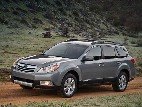 Subaru outback. Подняли кузов, облепили его некрашеным пластиком, добавили передний бампер с«внедорожной» мишурой— ивот уже несуразный экстерьер Legacy производит приятное впечатление.