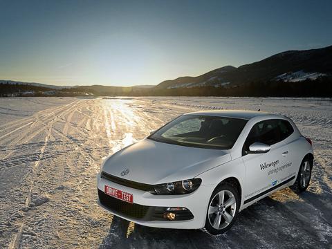 Volkswagen scirocco. Scirocco— один изсамых красивых автомобилей Volkswagen последних лет. Нодаже оннеперебьёт красоту пейзажей Норвегии.