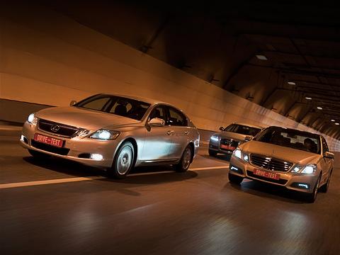 Audi a6,Lexus gs,Mercedes e. Новый E-класс удивил нас при первом знакомстве. Посмотрим, выдержитли оннатиск конкурентов.
