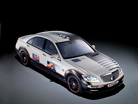 Mercedes s,Mercedes concept. Mercedes ESF S400Hybrid вэкстренной ситуации умеет сам останавливаться. Седан обут вспециальные шины сосветоотражающими элементами.
