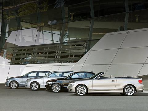 Bmw 1. Отныне купе будут радовать клиентов разнообразием моторной гаммы, как ухэтчбеков. Упокупателей кабриолетов выбор по-прежнему невелик.