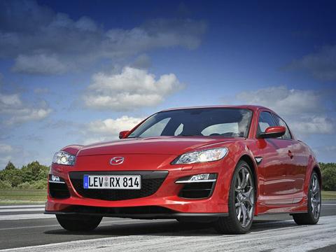 Mazda rx-8. Обновлённые купе Mazda RX-8должны поступить наевропейский рынок впоследних месяцах 2009года. Ожидается, что вГермании забазовую модификацию будут просить около 38тысяч евро. Сейчас цена 231-сильной версии— 36600евро.