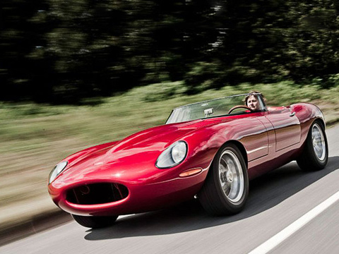Jaguar e-type. Вцелом Eagle Speedster сохранил черты предшественника. Однако спереди онбольше похож наXKпредыдущей генерации.