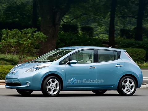 Nissan leaf. Абсолютно новый кузов электромобиля чем-то напоминает модели Nissan Note иTiida. Вцелом дизайн выполнен весьма достойно.