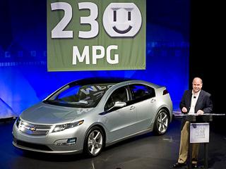 Chevrolet volt. Только наэлектричестве Chevrolet Volt может проехать 64км.Апри полном баке (45л)вспомогательного бензинового двигателя запас хода превышает 1024км.