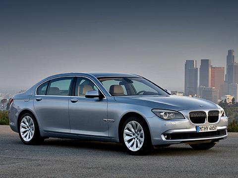 Bmw 7,Bmw 7 hybrid. Модель BMW ActiveHybrid7 будет доступна встандартной иудлинённой версиях. Опознать её можно поспециальному голубому металлизированному окрасу и19-дюймовым дискам особого дизайна.