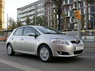 Toyota auris. Самая быстрая версия хэтчбека Auris— та,что сдвигателем1.8 и«механикой». Разгон досотни унеё занимает 9,5с,максимальная скорость— 200км/ч.