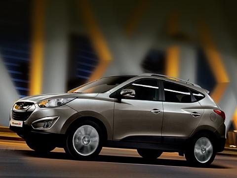 Hyundai tucson,Hyundai ix35. Разработка изапуск всерию моделиix35 обошлись компании Hyundai в$225миллионов. Прообразом машины послужил концепт HED-6ix-ONIC, который нам показывали впрошлом году вЖеневе.