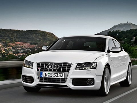 Audi s5 sportback. Спереди S5Sportback можно признать лишь пошильдику ихромированному «забору» фальшрадиаторной решётки.