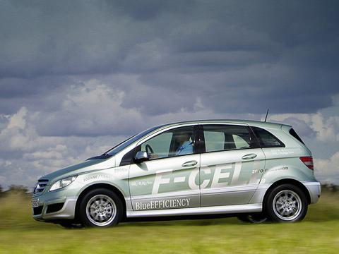 Mercedes b f-cell,Mercedes b. Максимальная скорость хэтчбека B-class F-Cell— 170км/ч. Динамика разгона досотни пока необозначена, новМерседесе уверяют, что водородный B-класс поэтому показателю неуступает «атмосферной» версии B200(еёрезультат— 10,1с).