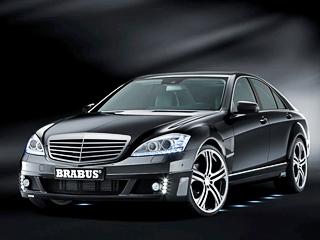 Mercedes s. Внешних изменений мало: новый передний бампер сиными блоками диодов «дневного света», более широкие воздухозаборники, атакже задний спойлер.