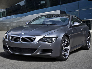 Bmw m6. Автомобиль окрашивают влюбой изцветов, какие предлагаются для обычнойM6, ноналимитированной версии немцы продемонстрировали новый колер— Frozen Gray Metallic.