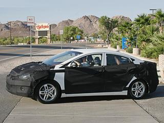Hyundai elantra. Внешне машина будет напоминать старшую сестру— Сонату нового поколения, которую покажут нам воФранкфурте.