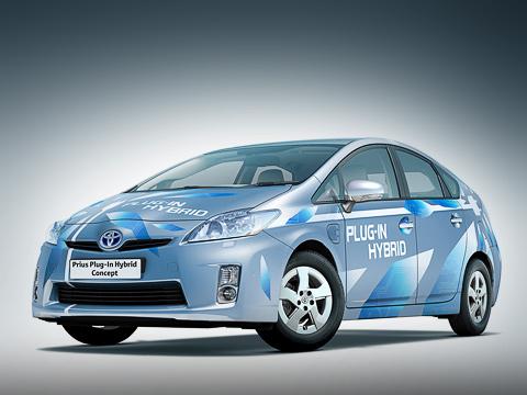 Toyota prius,Toyota prius plugin,Toyota concept. Японцы посчитали, что всреднем ежедневный пробег встранах Западной Европы составляет 10–25км,азначит, тех двадцати, что может проехать Prius Plug-in без подзарядки, хватит.