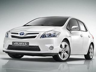 Toyota auris,Toyota auris hsd hybrid. Внешне гибридный Auris отличается отобычного диодной светотехникой ибамперами. Аещё инженеры Тойоты серьёзно поработали над аэродинамикой, итеперь коэффициент лобового сопротивления равен0,28.