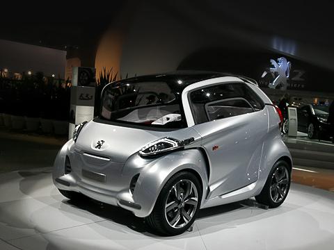 Peugeot bb1,Peugeot concept. Машинка симпатичная, но,глядя нанеё впрофиль, задумываешься: анедалли ейкто-то пинка или подзатыльника?