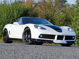 Chevrolet corvette. Заметно переделанный кузов неоставляет сомнений втом, что перед нами незаводской CorvetteZR1. Кстати, карбонокерамические тормозные механизмы Brembo сшестипоршневыми скобами напередней оси неизменились.