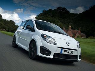 Renault twingo rs,Renault twingo. Мотор остался нетронутым. Атмосферная бензиновая «четвёрка» объёмом 1,6лвыдаёт 133л.с. ипозволяет разогнаться допервой сотни меньше чем задевять секунд.