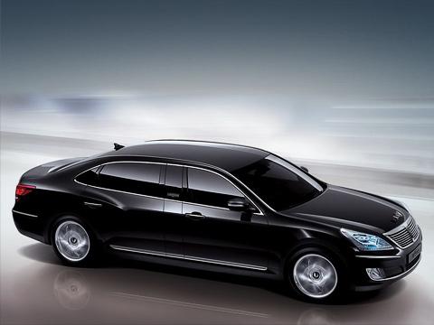 Hyundai equus. Вдлину лимузин вымахал до5460мм,в товремя как уBMW 750Li иМерседеса S500L— 5212 и5210ммсоответственно.