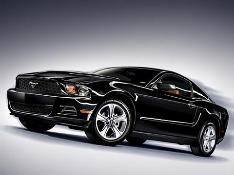 Ford mustang. Купе сновым мотором, шестиступенчатой механической или автоматической коробкой, подвергшееся также другим техническим усовершенствованиям, должно появиться впродаже вСША кконцу лета 2010года. Модель будет собираться назаводе Ford воФлэт-Роке (штат Мичиган).