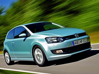 Volkswagen polo,Volkswagen polo bluemotion. Среди «зелёных» пятиместных хэтчбеков свежевыпущенный Polo BlueMotion выглядит привлекательнее иэкономичнее гибрида Toyota Prius (хоть тот ипросторнее, ибыстрее), расходующего всреднем 3,9л/100км истоящего вЕвропе от25450евро, авСША— от$37300.