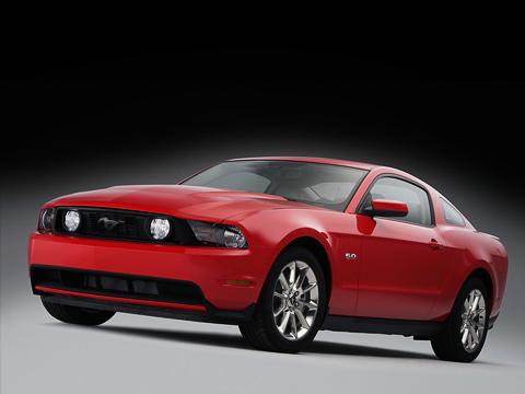 Ford mustang. Навыбор будущим владельцам пони-кара Ford Mustang GTпредложат коробки передач двух типов— новую шестиступенчатую «механику» Getrag MT82илишестидиапазонный «автомат» Ford 6R80.