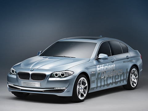 Bmw 5,Bmw 5 activehybrid. Концепт, говорите? Бьёмся обзаклад, внешность серийного гибридного автомобиля BMW 5Series ActiveHybrid будет такойже. Кстати, отобычных «пятёрок» новинка отличается передним бампером сгоризонтальными противотуманными фонарями.