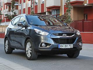 Hyundai ix35. Модификация со184-сильным турбодизелем 2.0 и«автоматом» является нетолько самой дорогой влинейке (1335900рублей), ноисамой быстрой: разгон до100км/ч унеё занимает 10,1с.